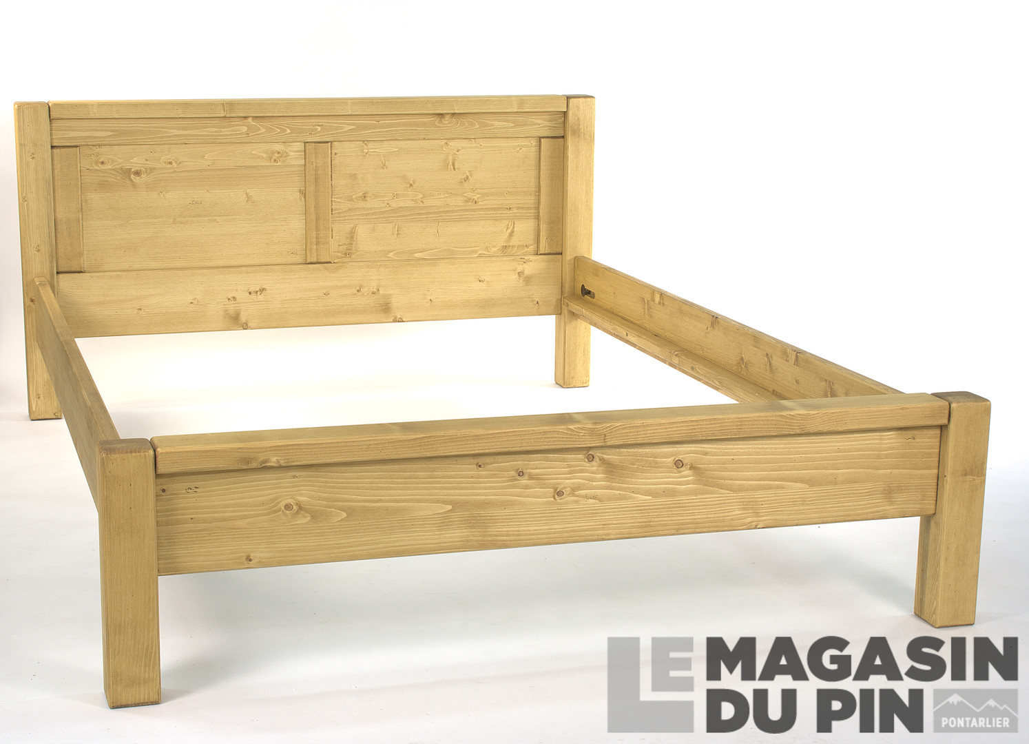 lit en pin massif 140x190 adriana pieds bas le magasin du pin. Black Bedroom Furniture Sets. Home Design Ideas
