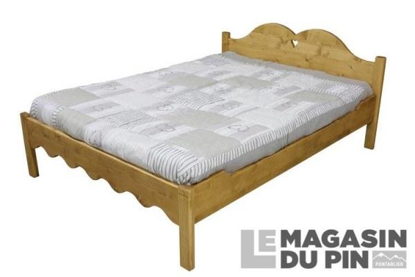 lit avec pieds bas en pin massif chamonix 140 x 190 cm le magasin. Black Bedroom Furniture Sets. Home Design Ideas
