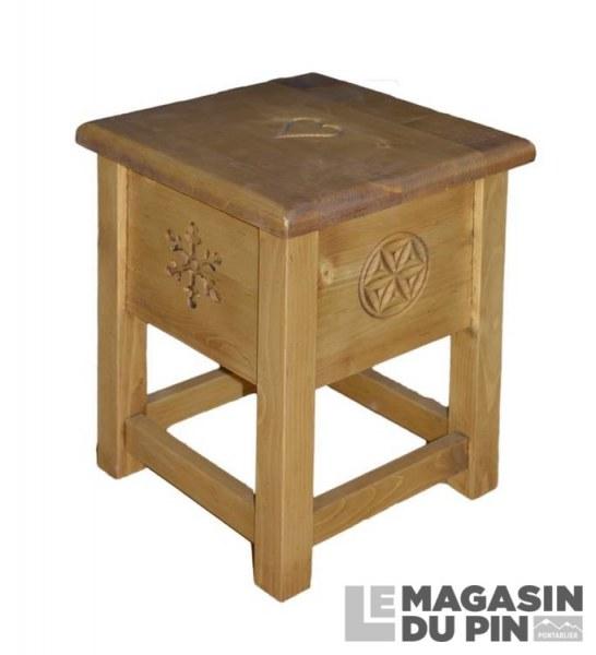 tabouret coffre en pin massif meuble chalet sculptures montagne le. Black Bedroom Furniture Sets. Home Design Ideas